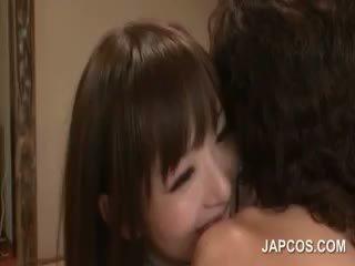 Langsing fragile asia geisha teasing pecker dengan dia mulut