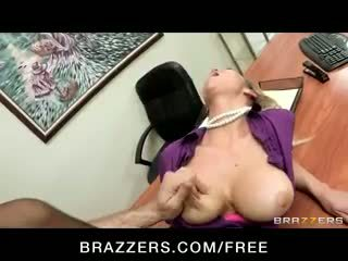 Excitat big-tit blonda office-slut pornstar abbey brooks fucks penis