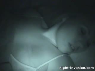 Bigtit สาวๆ fingered ใน การนอนหลับ