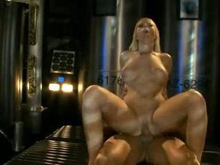 大 titted ahryan astyn pumps 她的 soaked aperture 硬 上 一 大規模 schlong