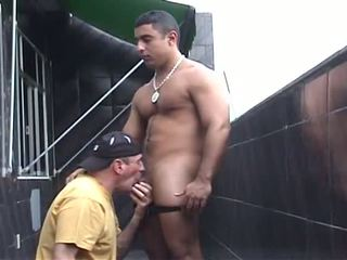 I blow a str8 Latino bodybuilder hustler