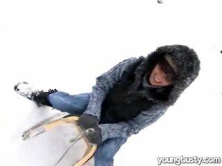 جذاب oustanding الثدي داخل ال snow