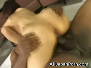 Japansk creampied av en svart!