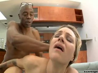 Rockin heiß belladonna widens sie vaginas und feels die erstaunlich pole im sie