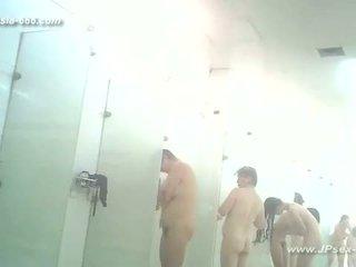 Peeping kineze publike baths.3