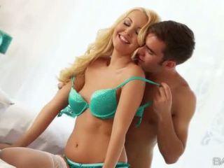 Vakker blond aaliyah kjærlighet doggy faen