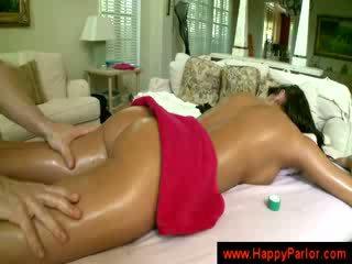 Bruneta gets ju kozy massaged