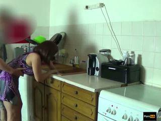 Step-mom vigor fodido e obter ejaculação interna por step-son enquanto ela é stuck
