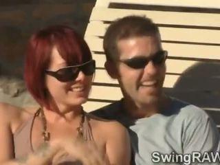 Este piscina fiesta es an excusa a hacer swinger couples llegar desagradable