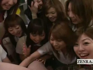 Subtitled 옷을 입은 여성의 벌거 벗은 남성 pov 일본의 여학생 그룹 음경 놀이