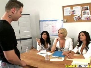Francesca timide, brianna et une male modèle