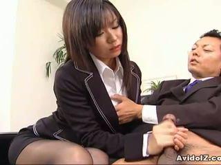 Kaakit-akit sekretarya satomi maeno sucks an pangit titi!