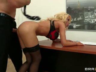 Candy manson loves massive sik in her göt video