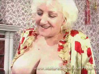 vecenīte, lielas krūtis, zeķes