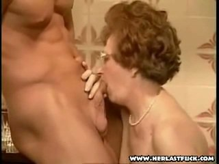 vecmāmiņa, vecenīte, blowjob