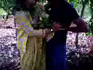 Guy succeeded in naar neuken zijn meisje vriend in bos