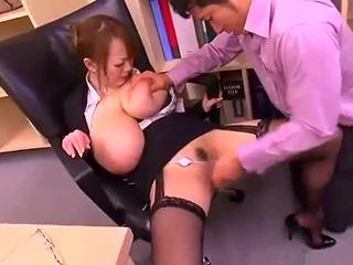 רע משרד גברת עם גדול פטמות hitomi tanaka
