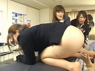 Azijietiškas paauglys merginos duoti jų asses už analinis seksas