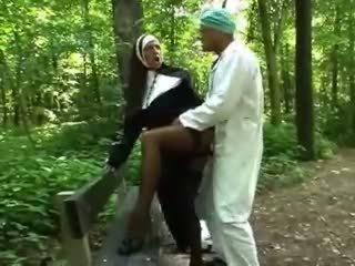 فاتنة, في الهواء الطلق, nun