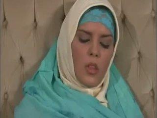 Arab muslim com agradável tetas gets fodido doggy estilo