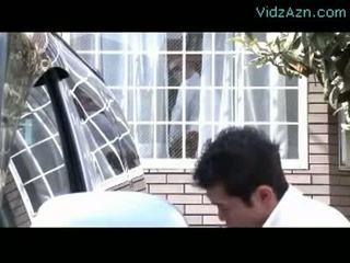 Dewasa wanita mengisap kontol sementara dia suami washing mobil outs