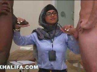 Arab mia khalifa compares stor svart kuk till vit penisen