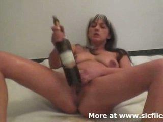 Kejam seks dengan memasukkan tangan dan anggur bottles membuat dia muncrat
