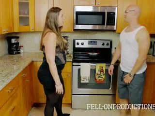 [taboo passions] madisin lee trong cooking vì stepmom