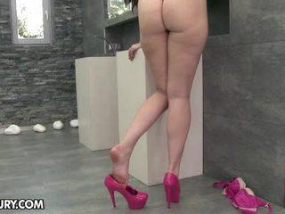 spise hennes føtter, fot fetish, sexy ben