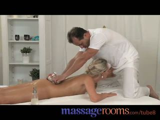 Massage rooms en chaleur filles avec petit seins obtenir baisée et fingered si bien