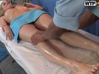 Ariana has тя smooth путка massaged и bumped
