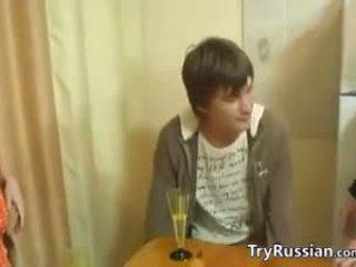 Oud en jong swingers van russia ontmoeten