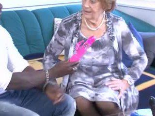 שונים מתבגר & סבתות לקבל מזוין!