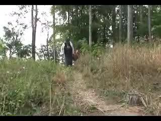 Mare pițigoi bunicuta fucks în the woods