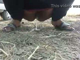 Mona indiana aunty pee ao ar livre