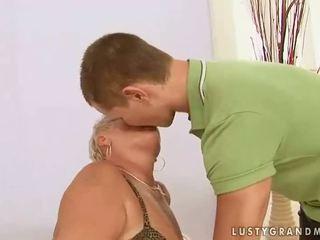 Çişik garry mama enjoys sikiş with a oglan