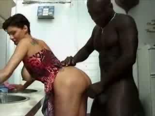 المرأة الجميلة كبيرة france ربة البيت haviing جنس مع الأفريقي كوك فيديو
