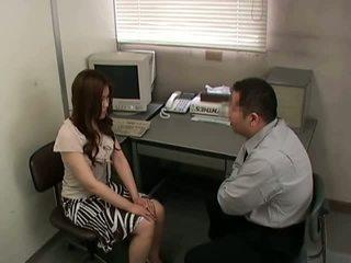 brunetă, slab, birou