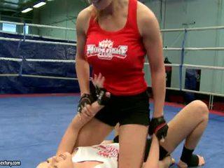 Lesbiene luptă greu și inpulit cruel