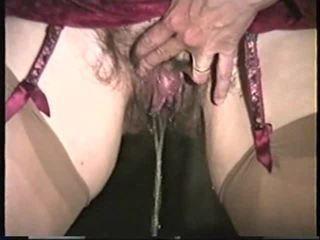 Maturidad woman pag-ihi 2