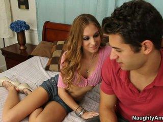 Ea gets ea când el spreads ei picioare