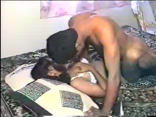 Desi feleség phudi fasz: ingyenes indiai porn videó 3f