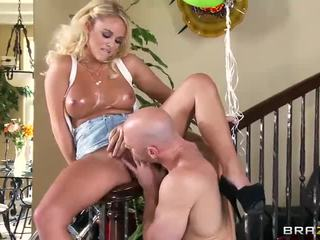 Blonde Alexis Monroe With Oiled Big Tits Gets A Nice Fuck