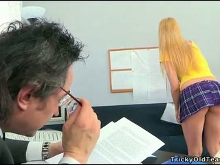 Секс lesson с възбуден учител