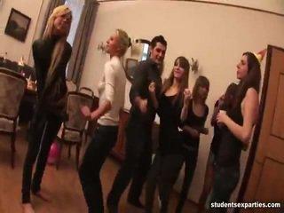 לערבב של וידאו על ידי סטודנט מזיין parties