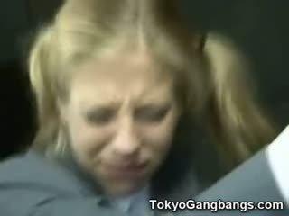 Branca alunas creampied em tokyo metro!