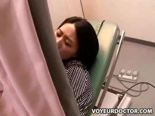 Verborgen voyeur camera bij gynecologist