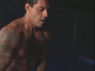 Bir bela e o prisioneiro (2004)