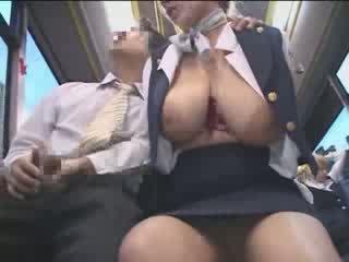 Gros seins américain ado peloté en japon public bus vidéo