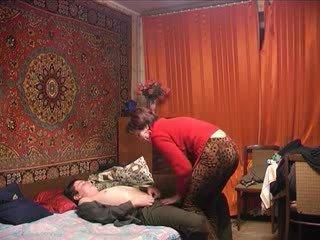 রাশিয়ান পুর্ণবয়স্ক মা এবং তার বালক! শৌখিন!